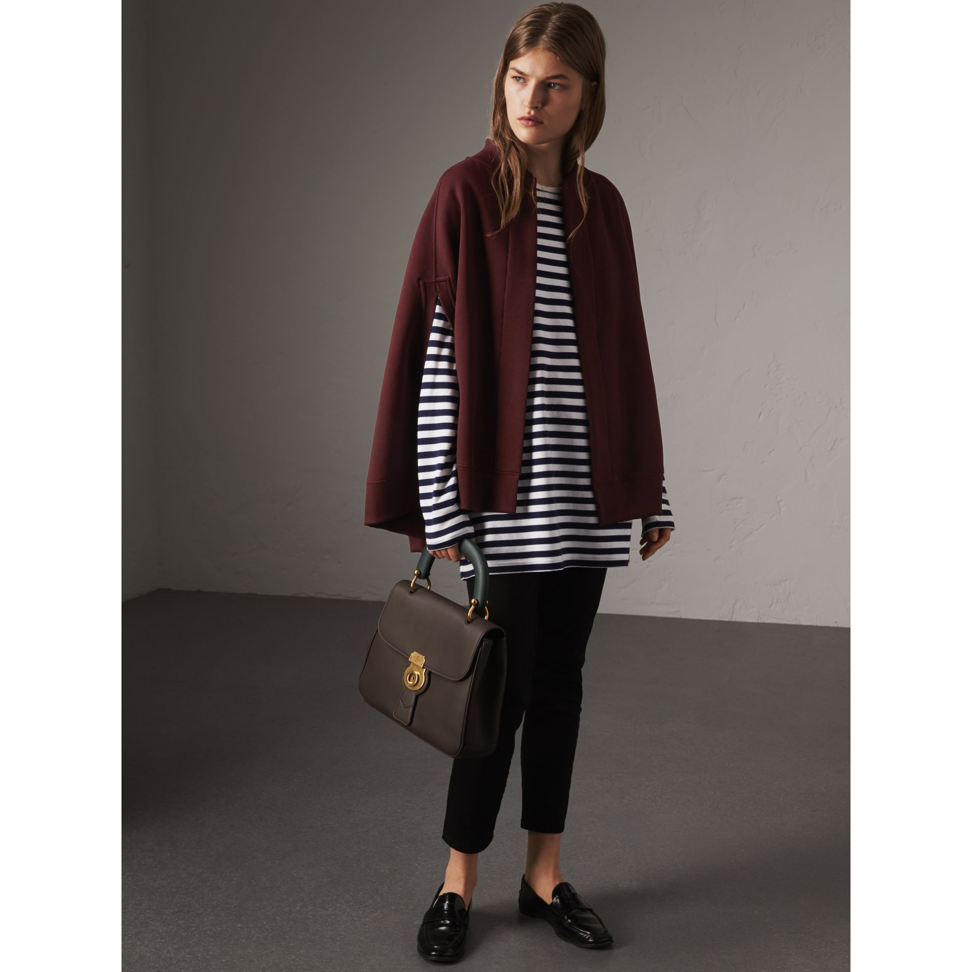 Cape en jersey brodé (Bordeaux Intense) - Femme | Burberry - photo de la galerie 5
