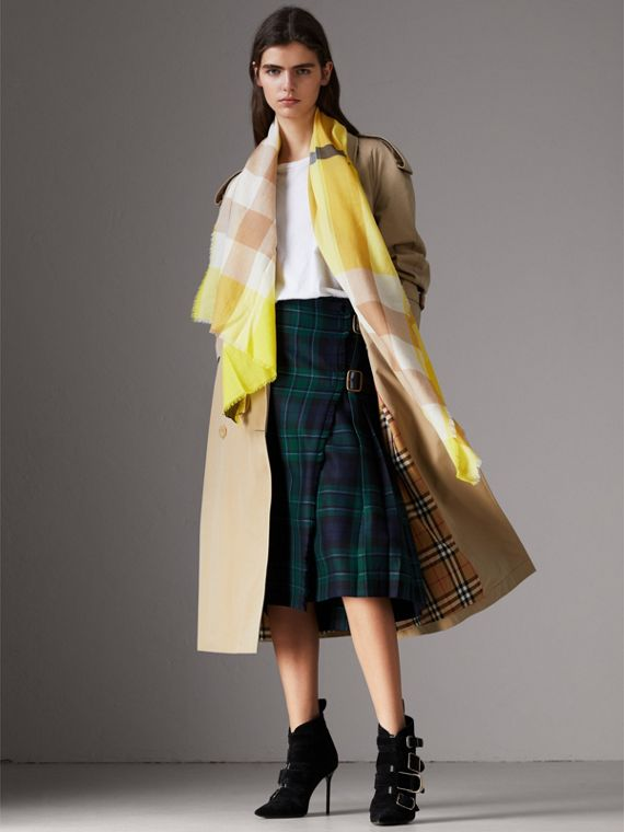 The Lightweight Check Cashmere Scarf in Bright Lemon | Burberry United Kingdom - cell image 2