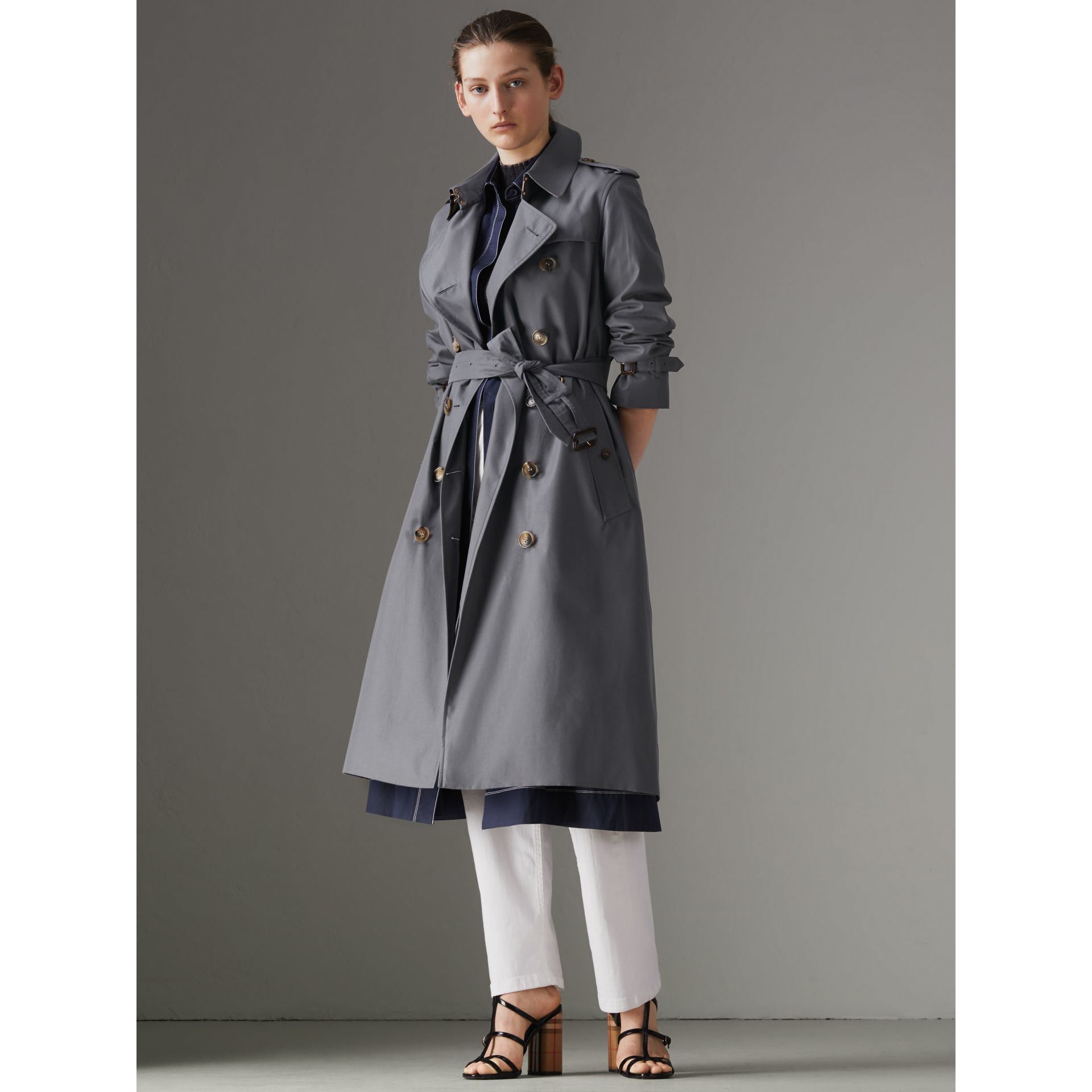 The Kensington – Trench Heritage long (Gris Moyen) - Femme | Burberry - photo de la galerie 7