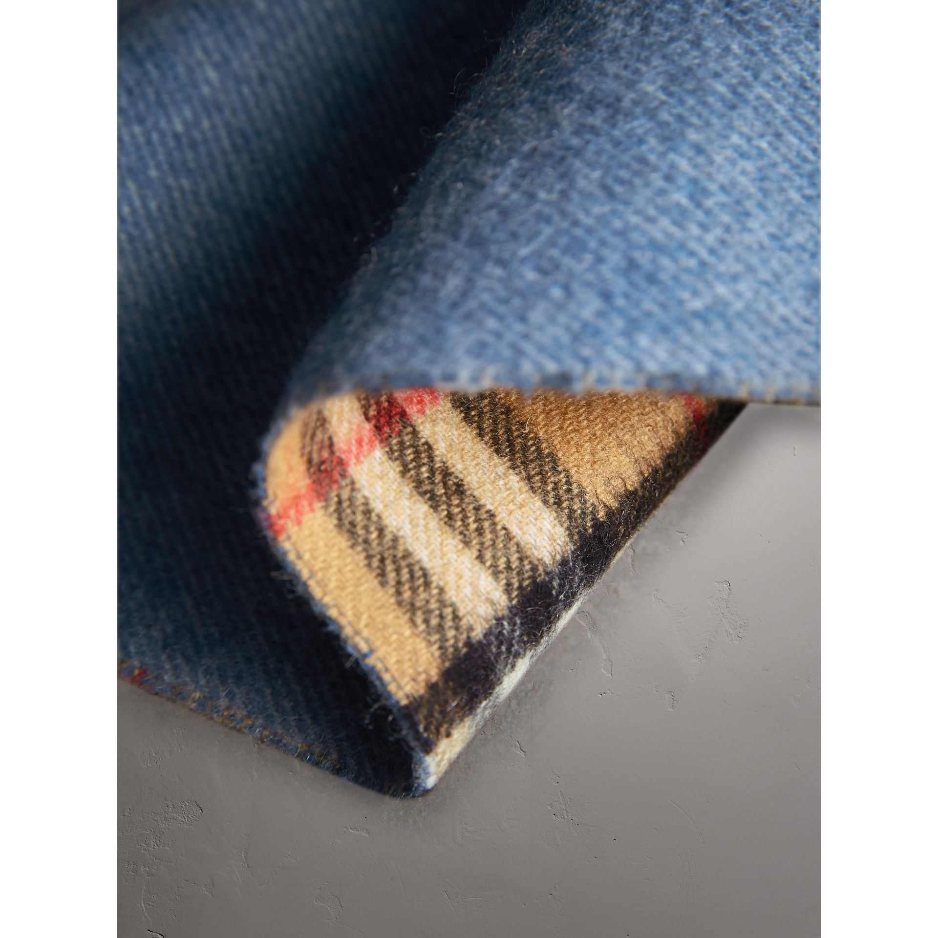Long Reversible Vintage Check Double-faced Cashmere Scarf in Stone Blue | Burberry - gallery image 4
