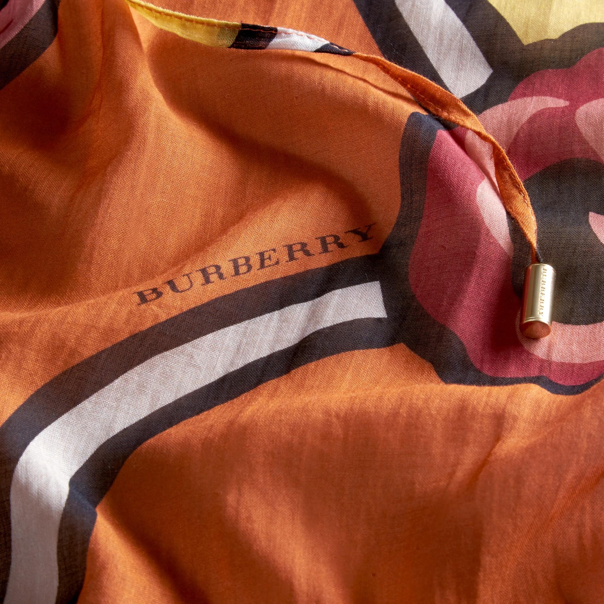 Orange vif Caftan en coton à imprimé floral Orange Vif - photo de la galerie 2