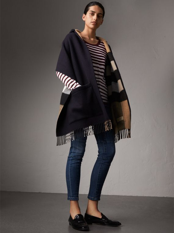 Check-lined Wool Cashmere Hooded Wrap in Navy/camel