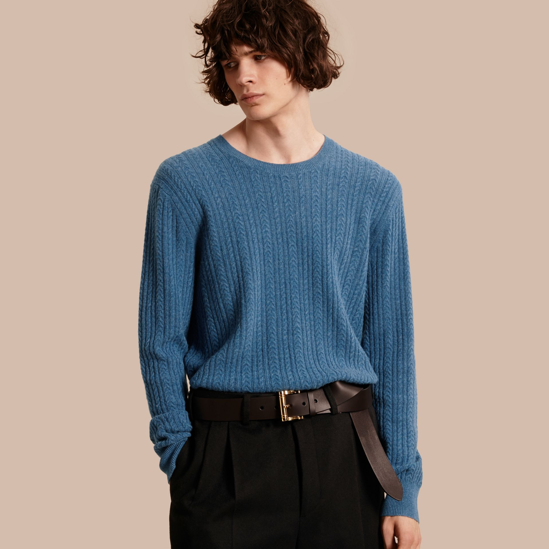 Azul hortênsia Suéter de cashmere em ponto Aran Azul Hortênsia - galeria de imagens 1