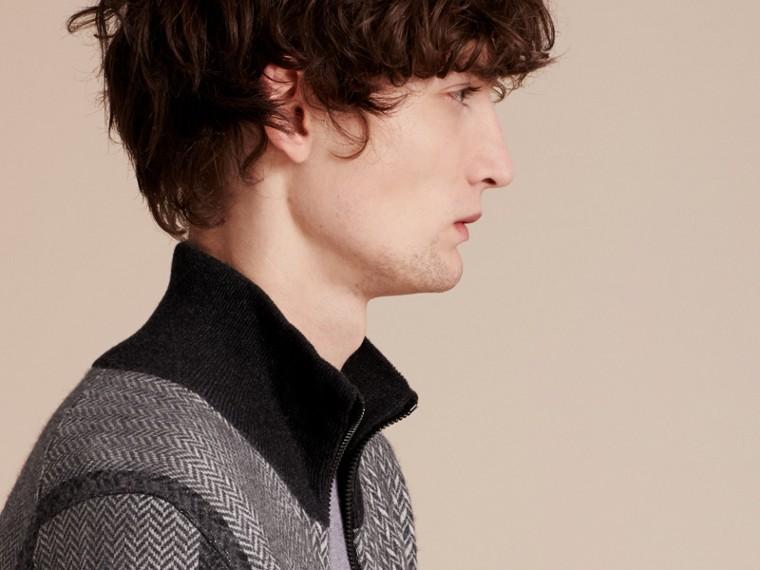 Camaïeu de gris sombres Veste à col entonnoir en maille de cachemire et coton - cell image 4