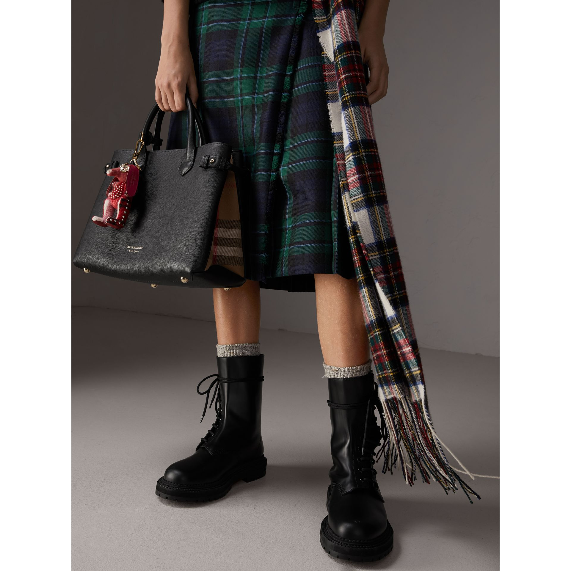 Sac The Banner moyen en cuir et coton House check (Noir) - Femme | Burberry Canada - photo de la galerie 3