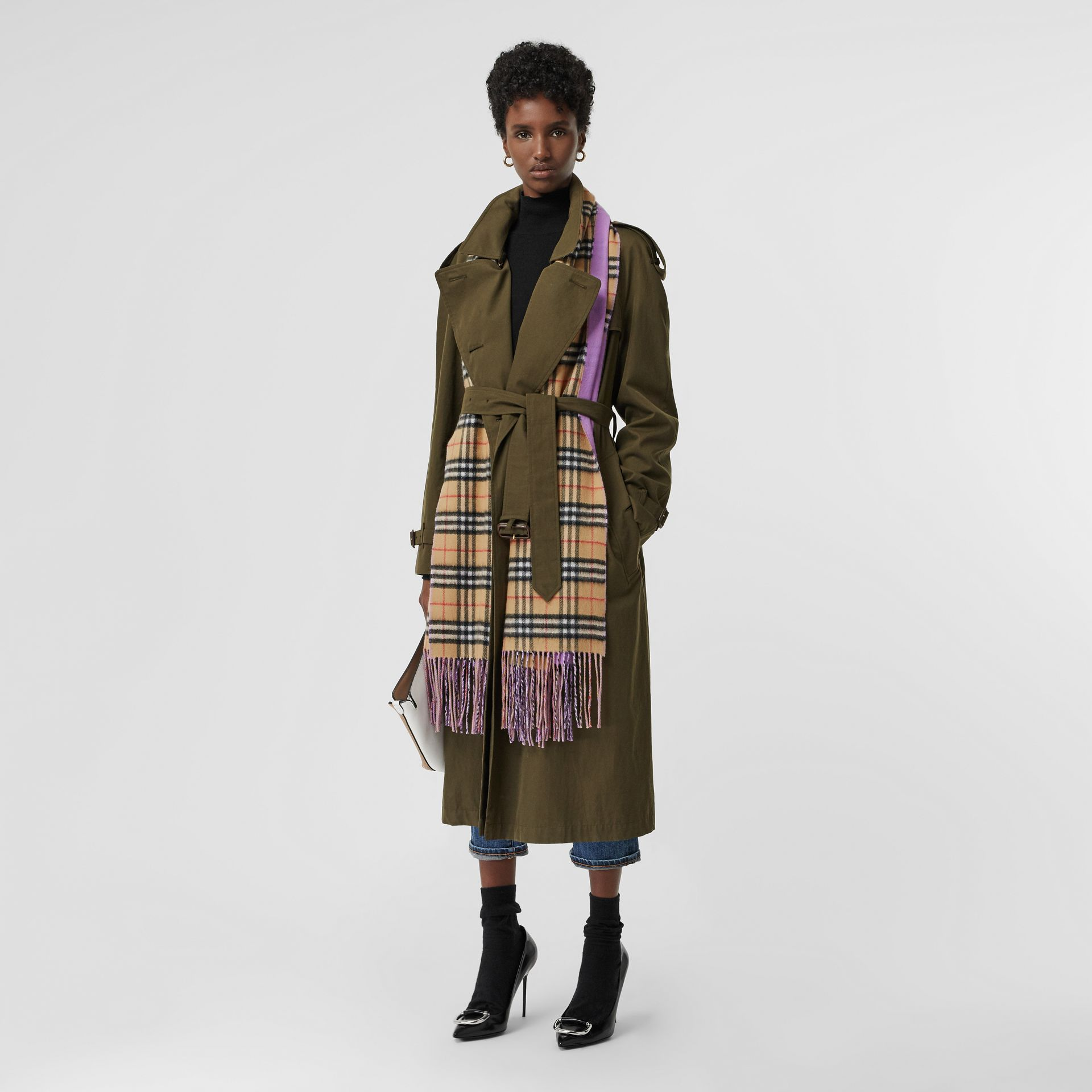 Colour Block Vintage Check Cashmere Scarf in Bright Lilac | Burberry Canada - gallery image 2