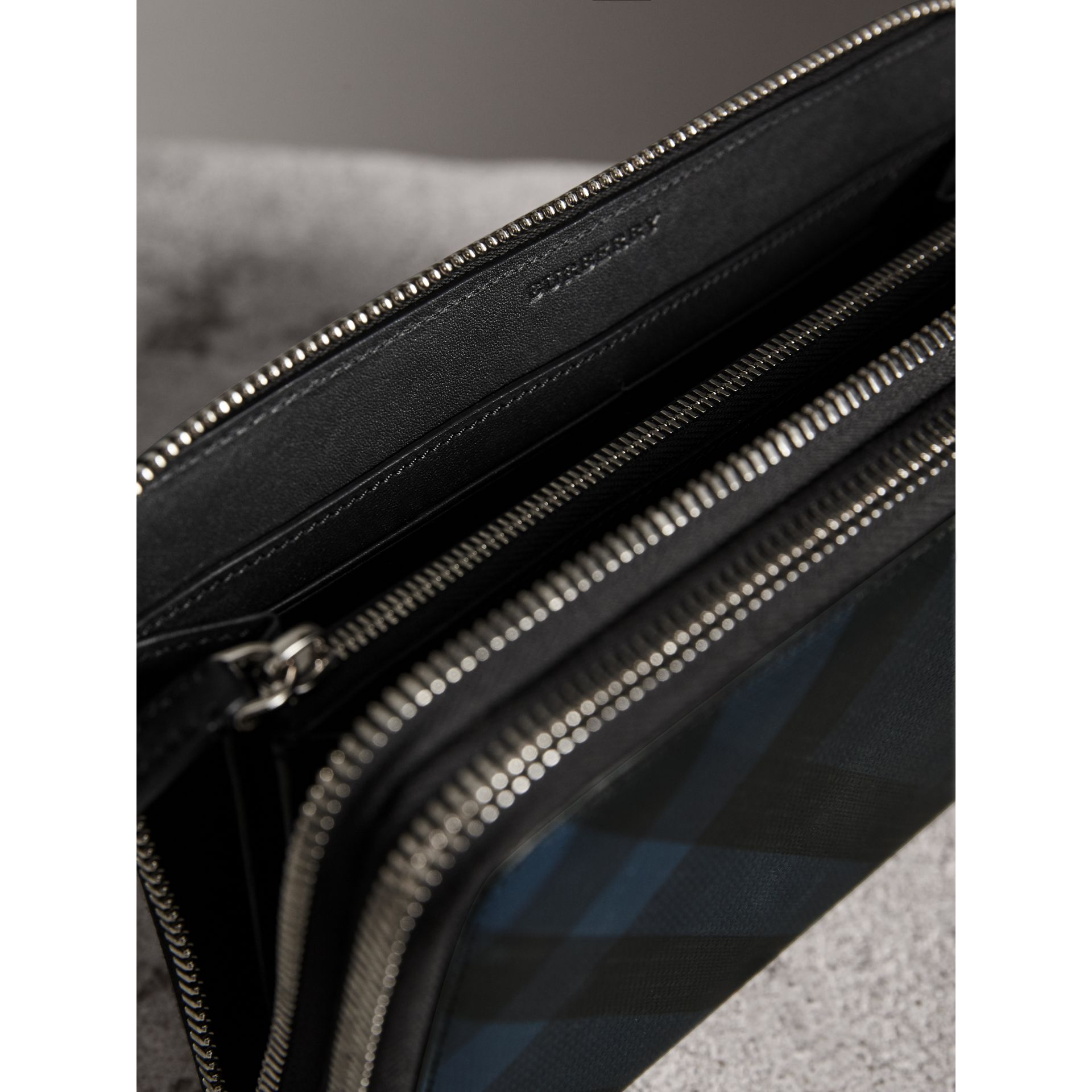 London Check Travel Wallet in Navy/black - Men | Burberry - gallery image 3