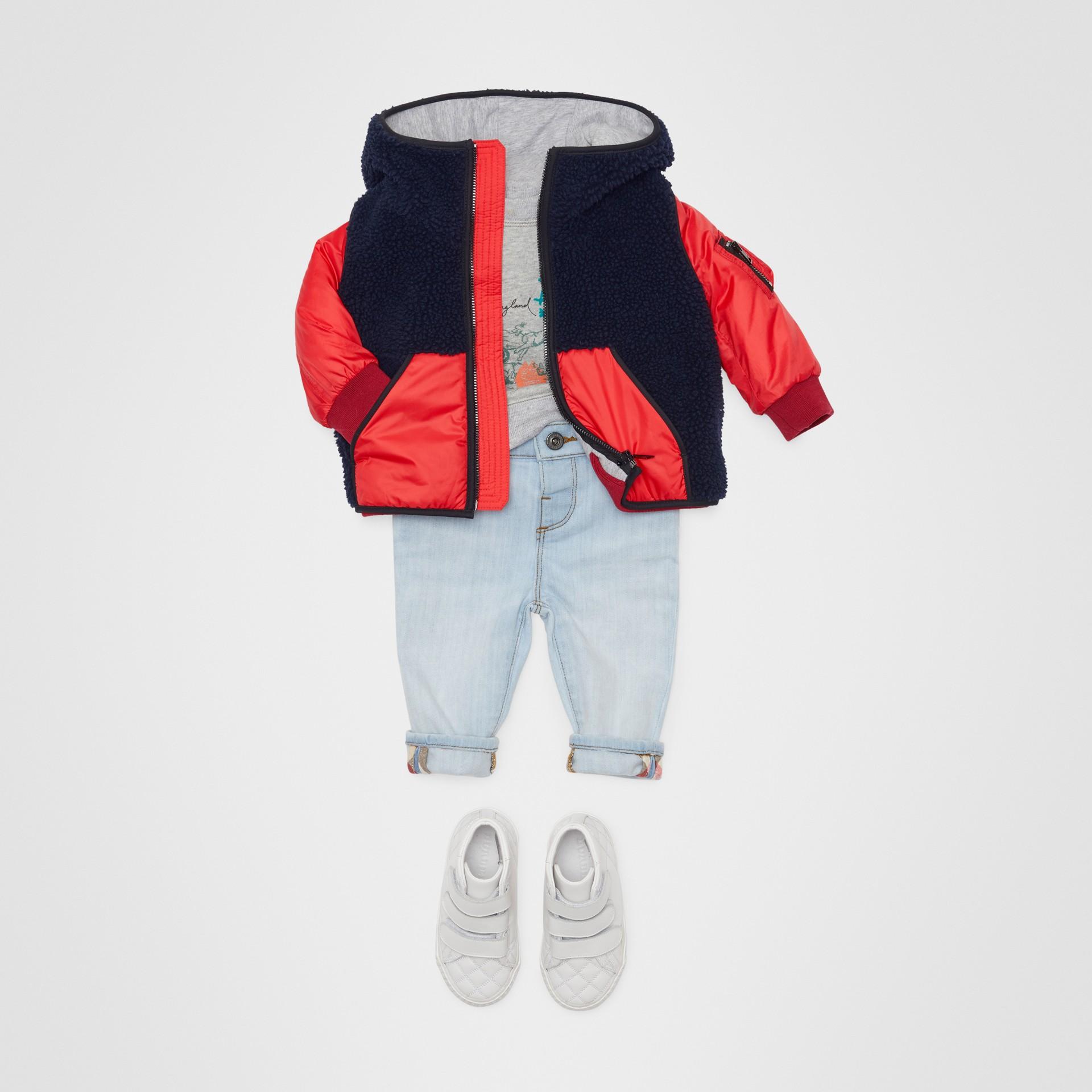 Jean skinny en denim extensible (Bleu Clair) - Enfant | Burberry - photo de la galerie 2