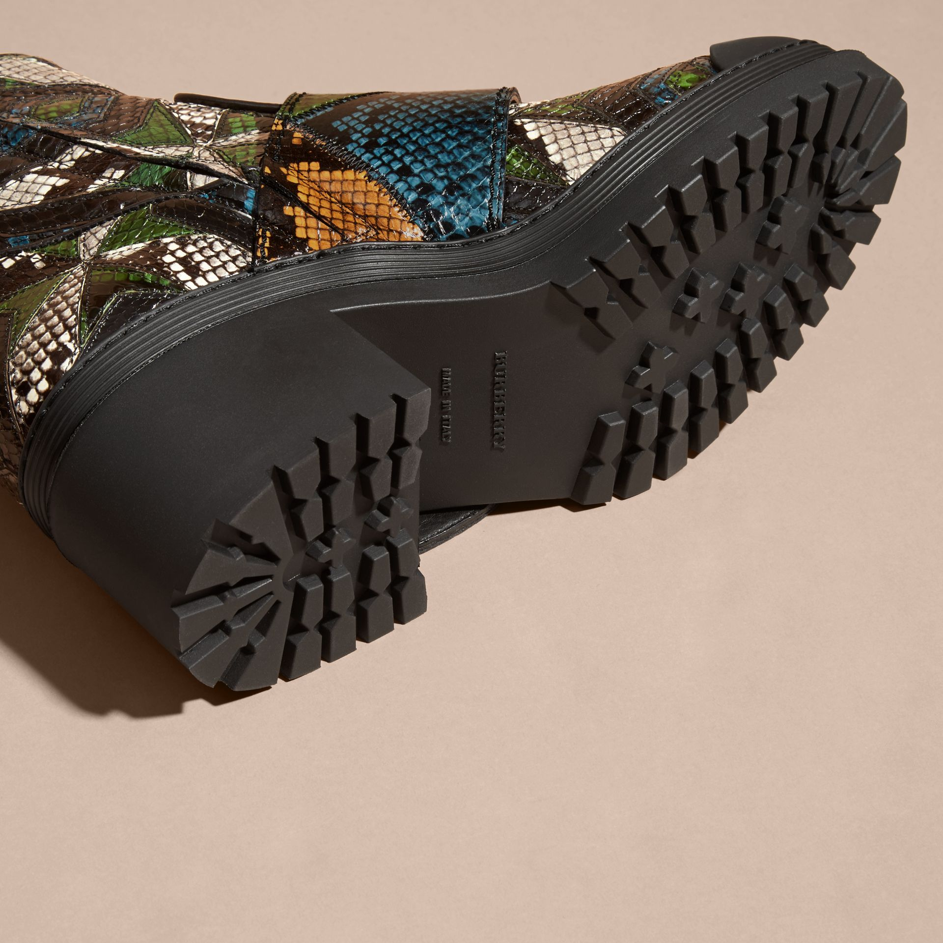 Nero/blu minerale Stivali The Buckle in pelle di serpente - immagine della galleria 5