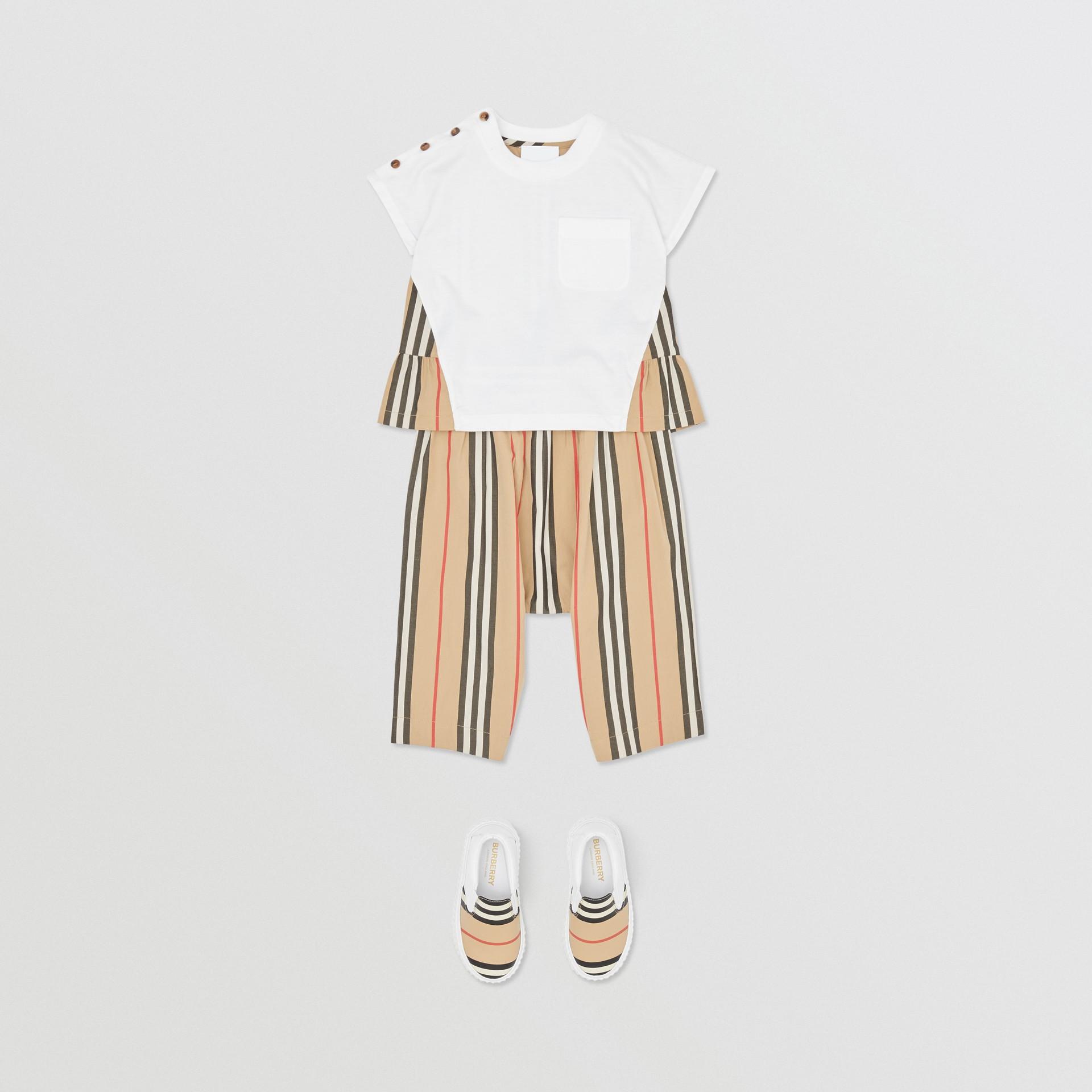 アイコンストライプパネル コットンTシャツ (ホワイト/アーカイブベージュ) - チルドレンズ | バーバリー - ギャラリーイメージ 2