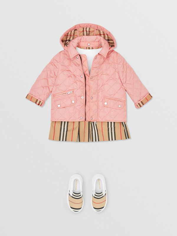 Detachable Hood Diamond Quilted Jacket in Dusty Pink - Children   Burberry - cell image 2
