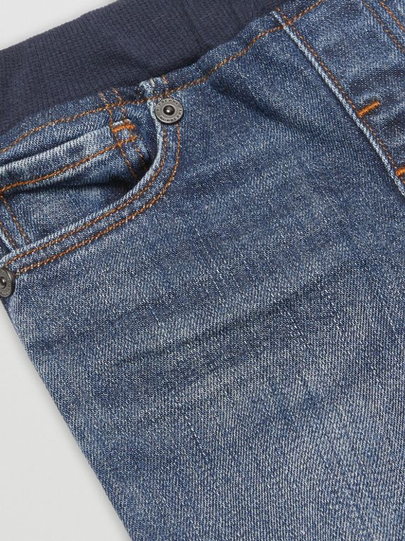 Jean casual en denim stretch (Indigo Moyen) - Enfant | Burberry - cell image 1