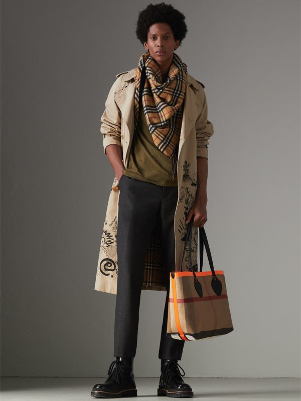 The Medium Giant Reversible Tote in Canvas and Leather in Black/neon Orange | Burberry Singapore - cell image 3