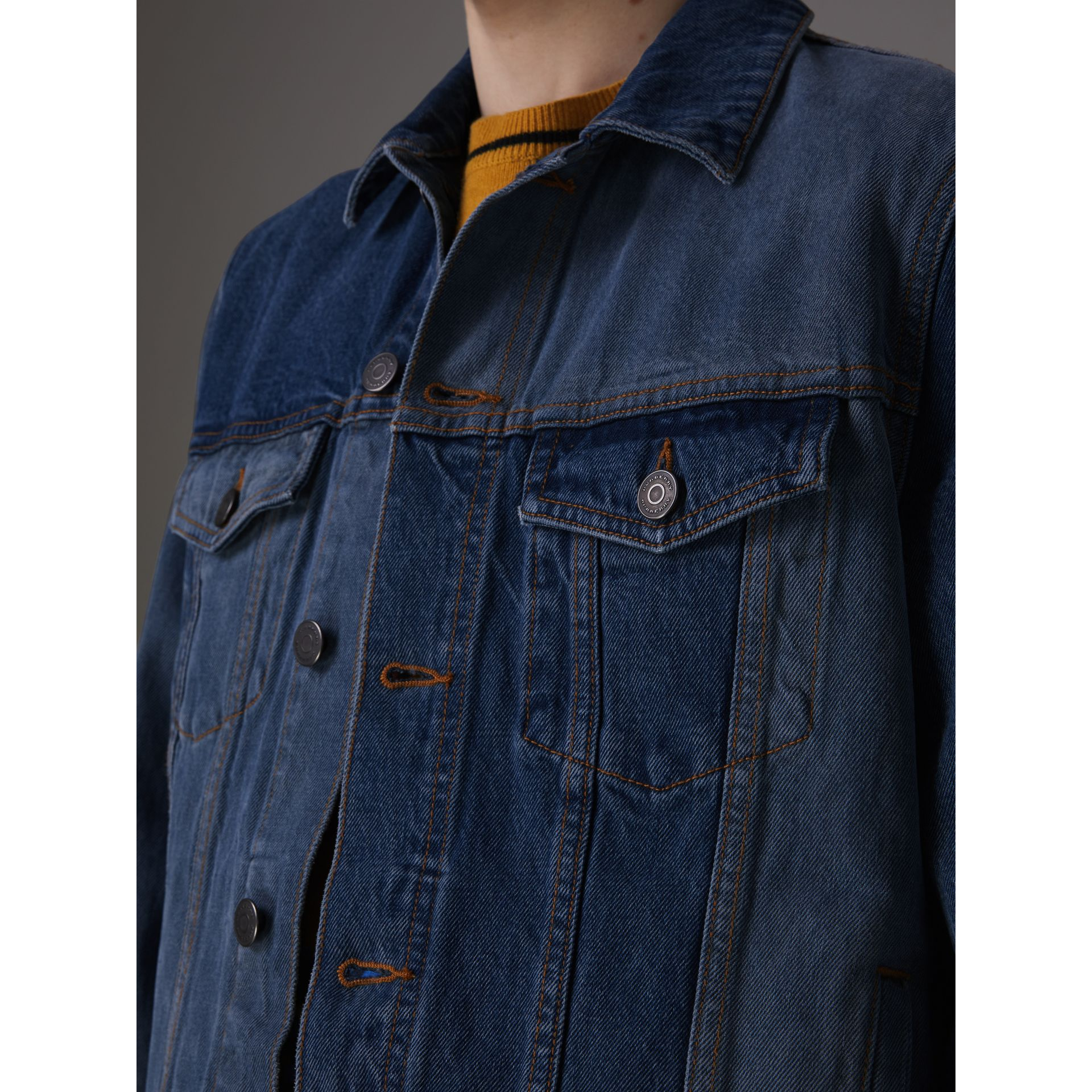 Veste en denim bicolore (Indigo) - Homme | Burberry - photo de la galerie 1