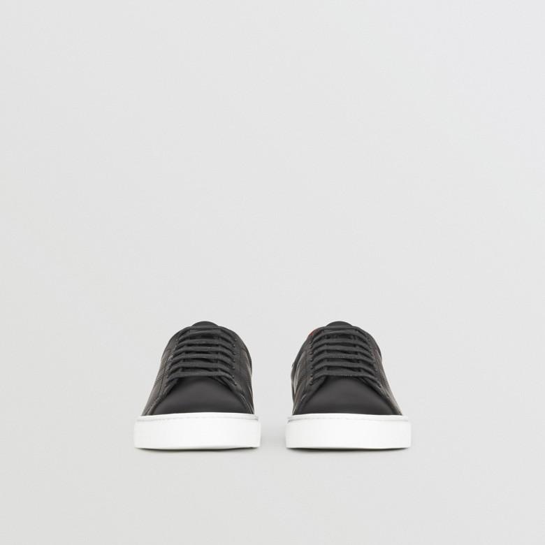 Burberry - Sneakers en cuir à motif check perforé - 4