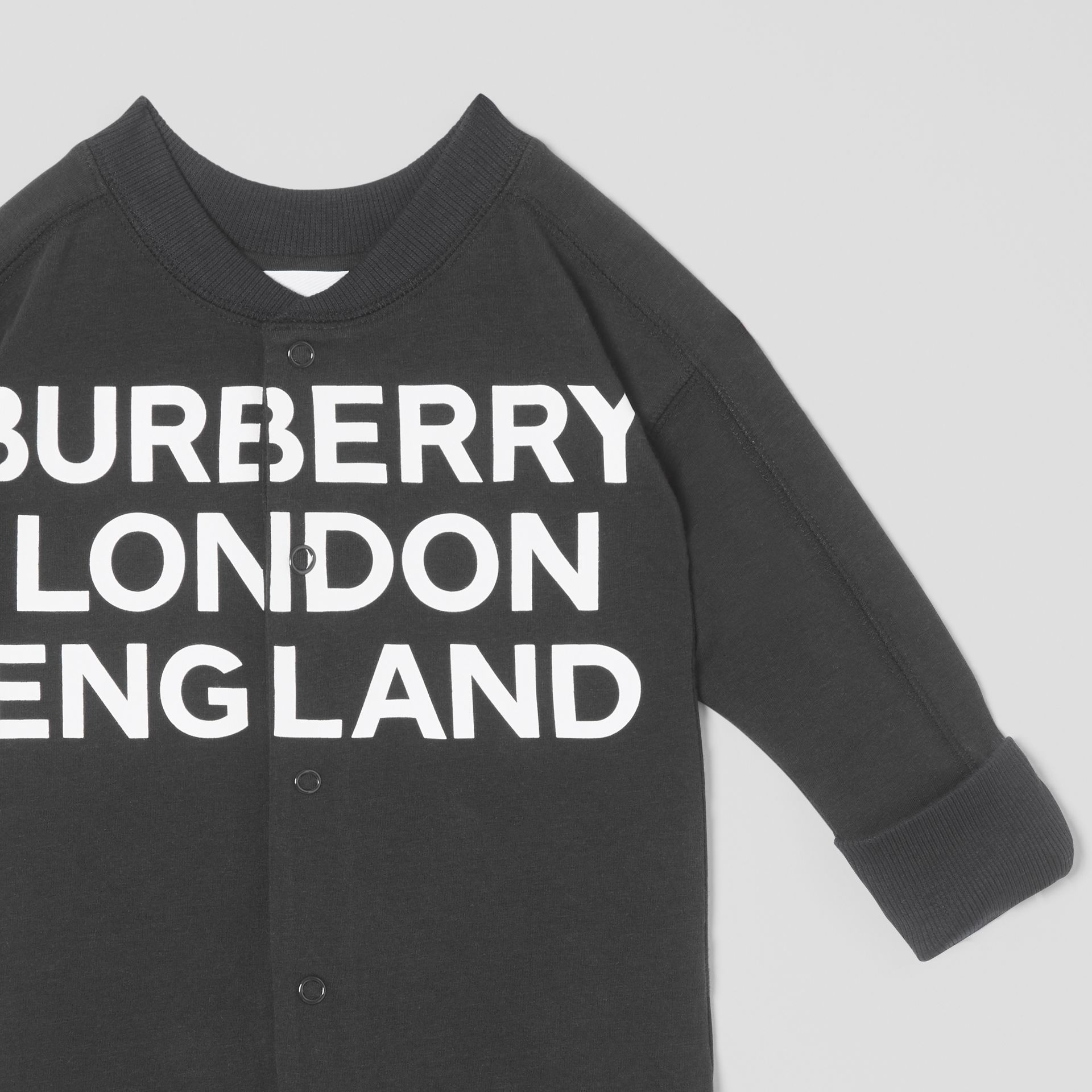 Logo Print Organic Cotton Two-piece Baby Gift Set in Black - Children | Burberry United Kingdom - gallery image 6