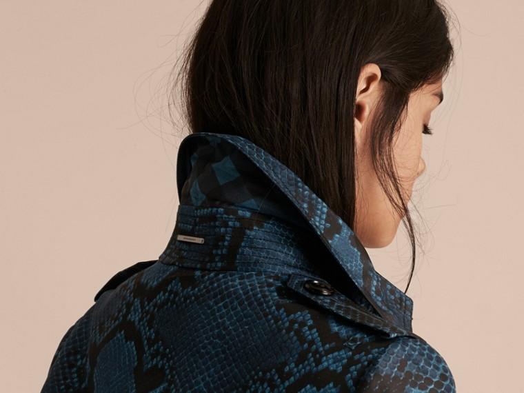 Blu minerale Trench coat in seta con stampa pitone Blu Minerale - cell image 4