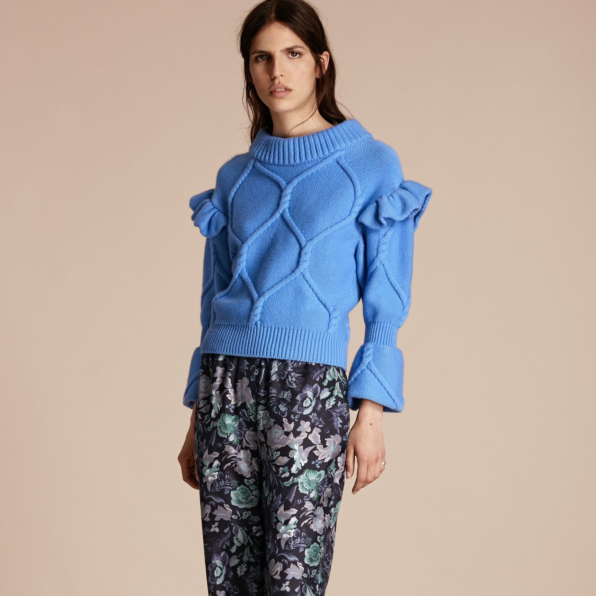 Hydrangia blue Ruffle-sleeved Cable Knit Wool Cashmere Sweater - gallery image 6