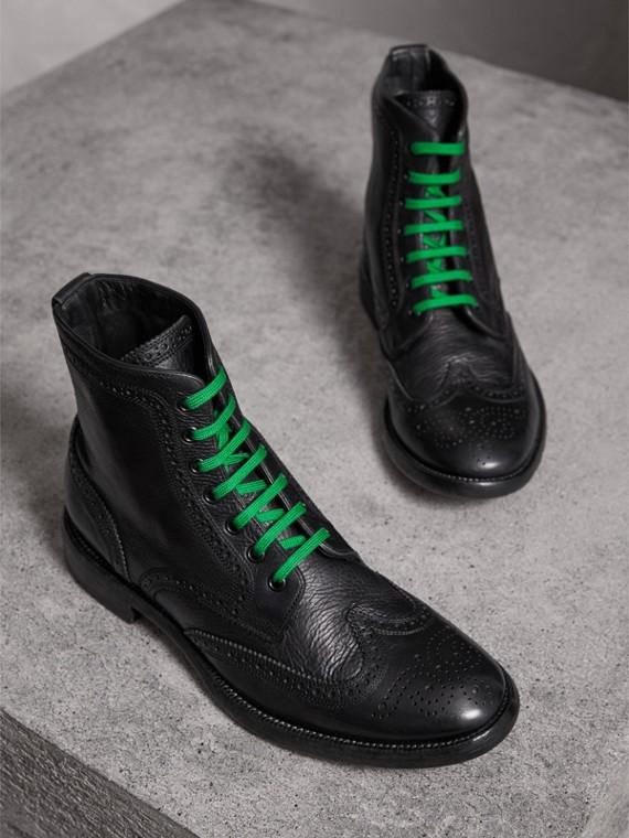 Bottines Richelieu en cuir avec lacets de couleur vive (Noir)