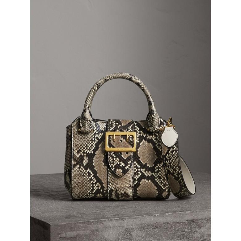 Burberry - Petit sac tote The Buckle en python - 1