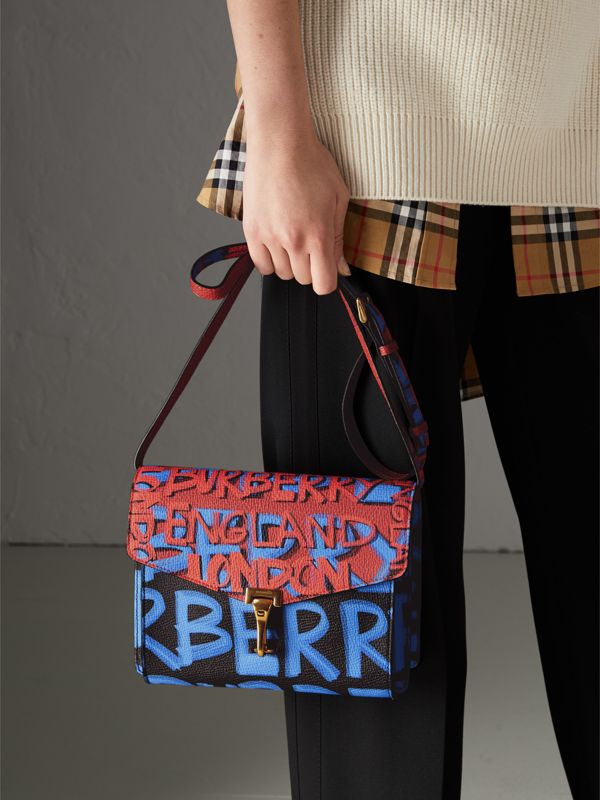 Borsa a tracolla piccola in pelle e stampa graffiti (Nero) - Donna | Burberry - cell image 3