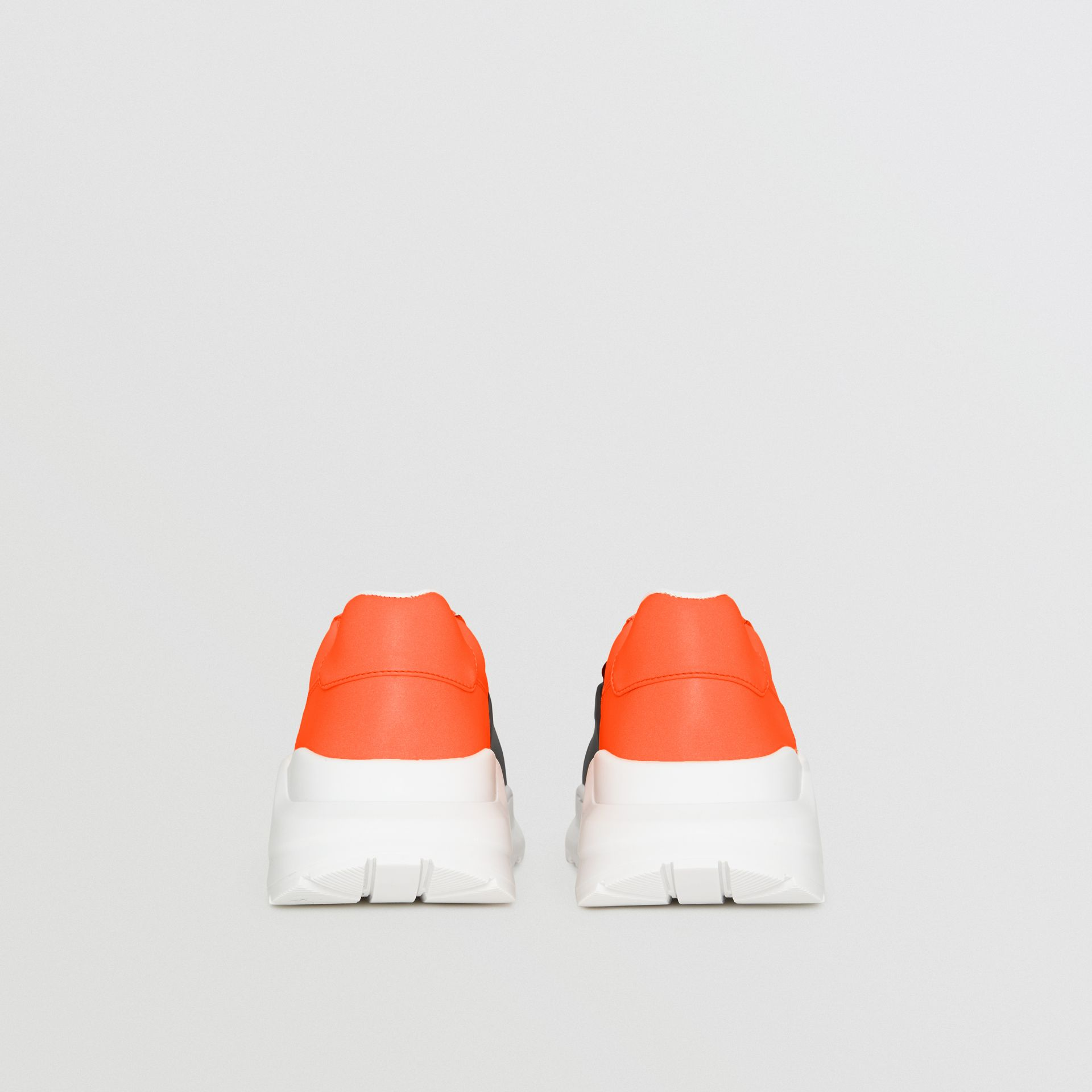 Sneakers color-block (Gris Argent/orange) - Homme | Burberry Canada - photo de la galerie 4