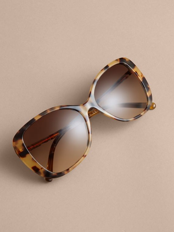 Check Detail Butterfly Frame Sunglasses Umber Yellow - cell image 2