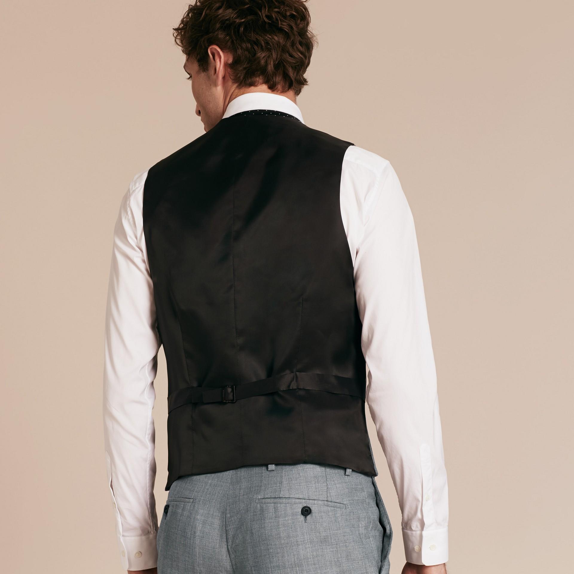 Hellgrau meliert Modern geschnittener Waistcoat aus Wolle mit Satinpanel - Galerie-Bild 3