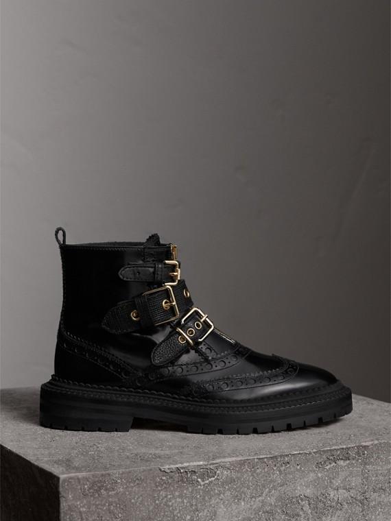 Ankle boots de couro com fivela e detalhe brogue (Preto)