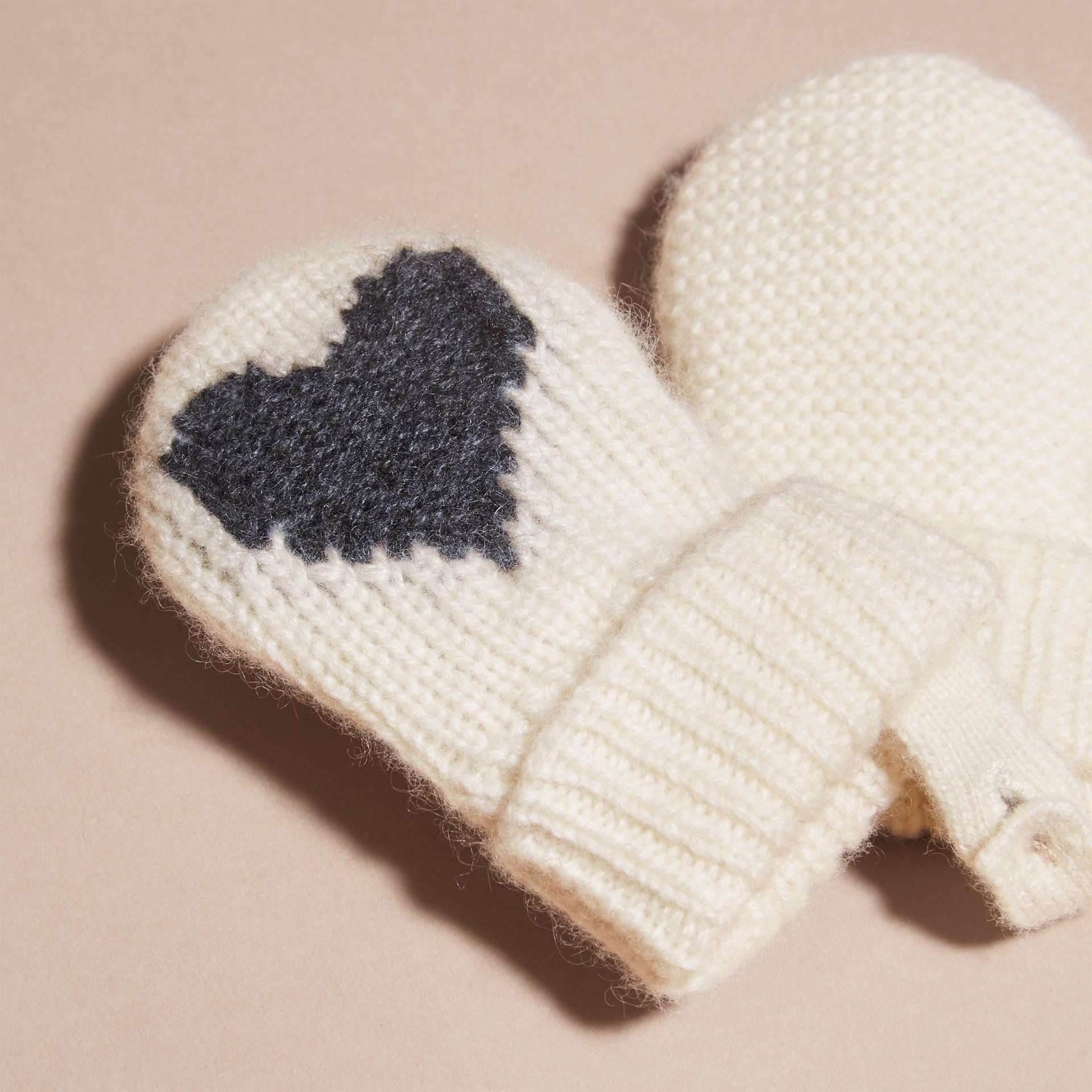 Anthracite Moufles en cachemire avec motif à cœur en intarsia Anthracite - photo de la galerie 3