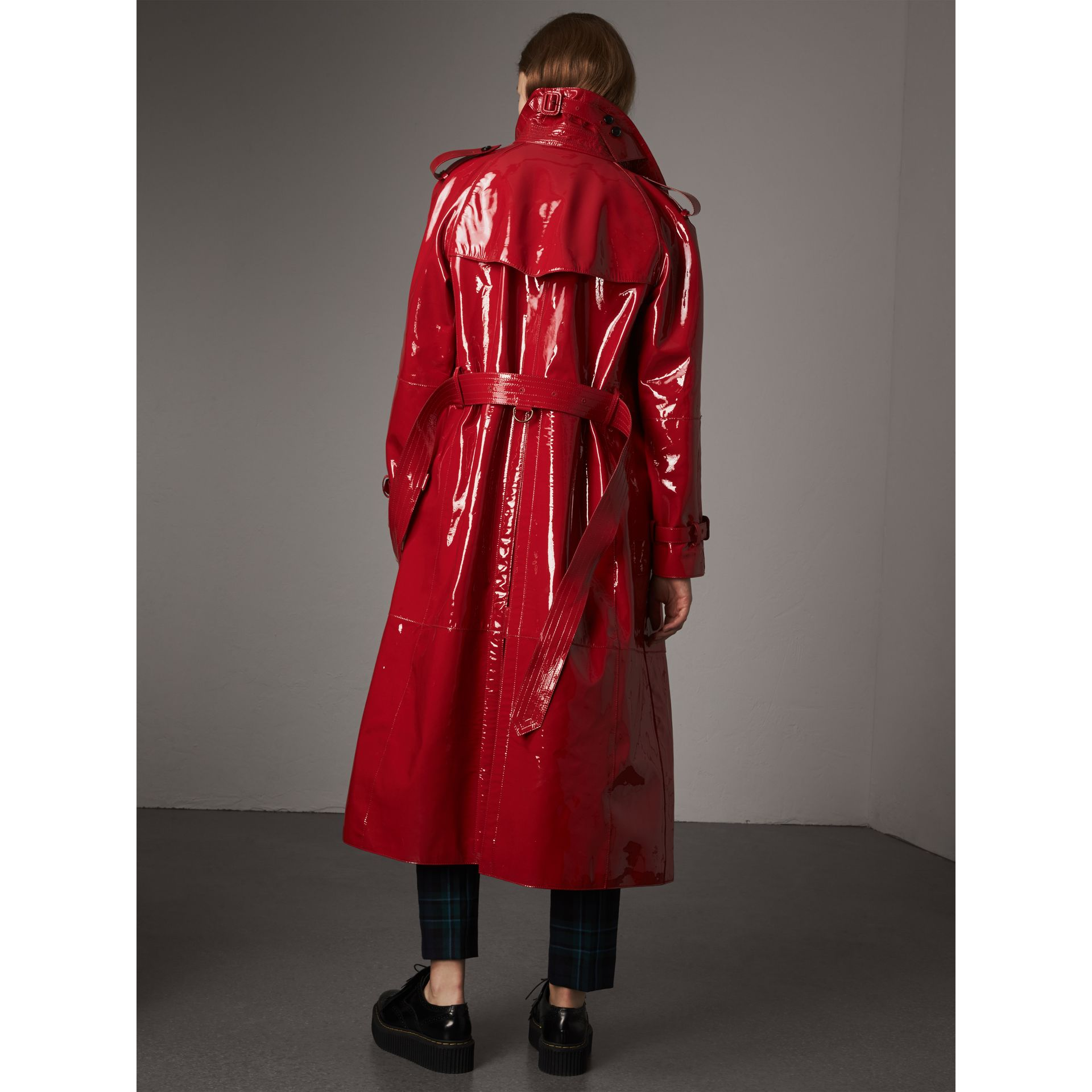 Raglan-sleeve Patent Lambskin Trench Coat in Parade Red - Women | Burberry United Kingdom - gallery image 3