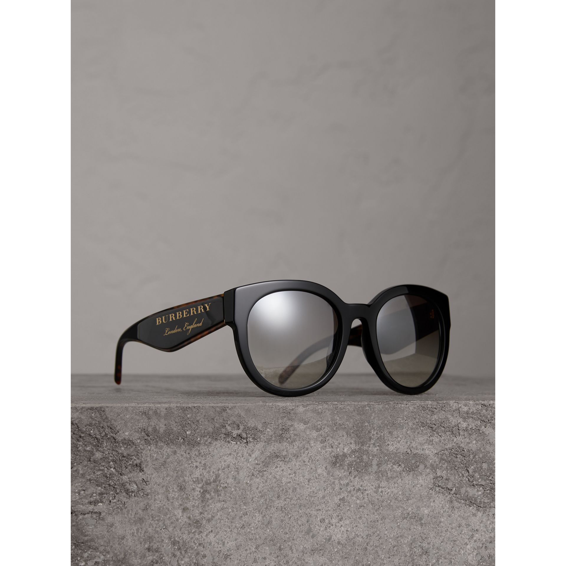 Round Frame Sunglasses in Black - Women | Burberry - gallery image 0