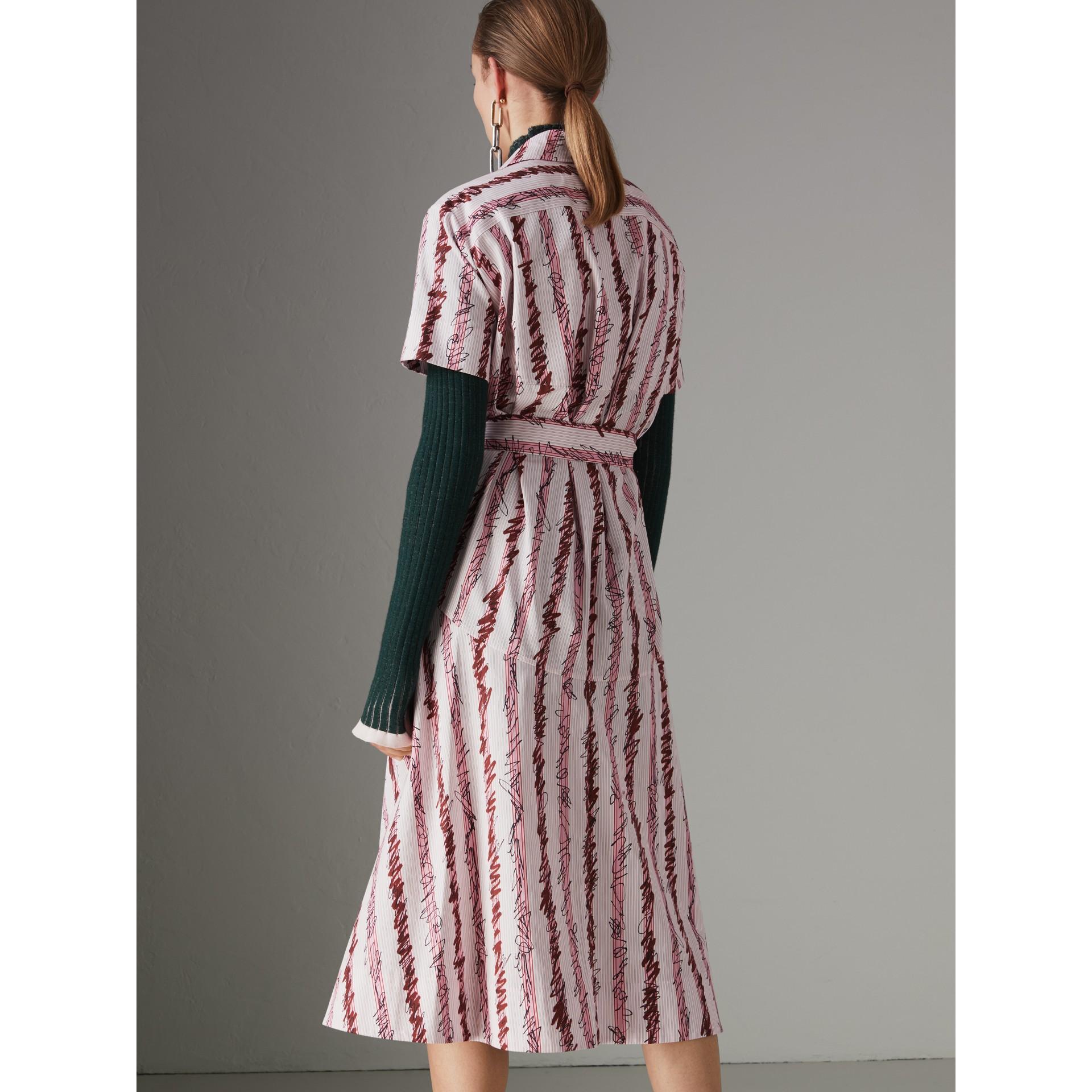 Robe chemise en coton à motif rayé griffonné (Rose Clair) - Femme | Burberry Canada - photo de la galerie 2