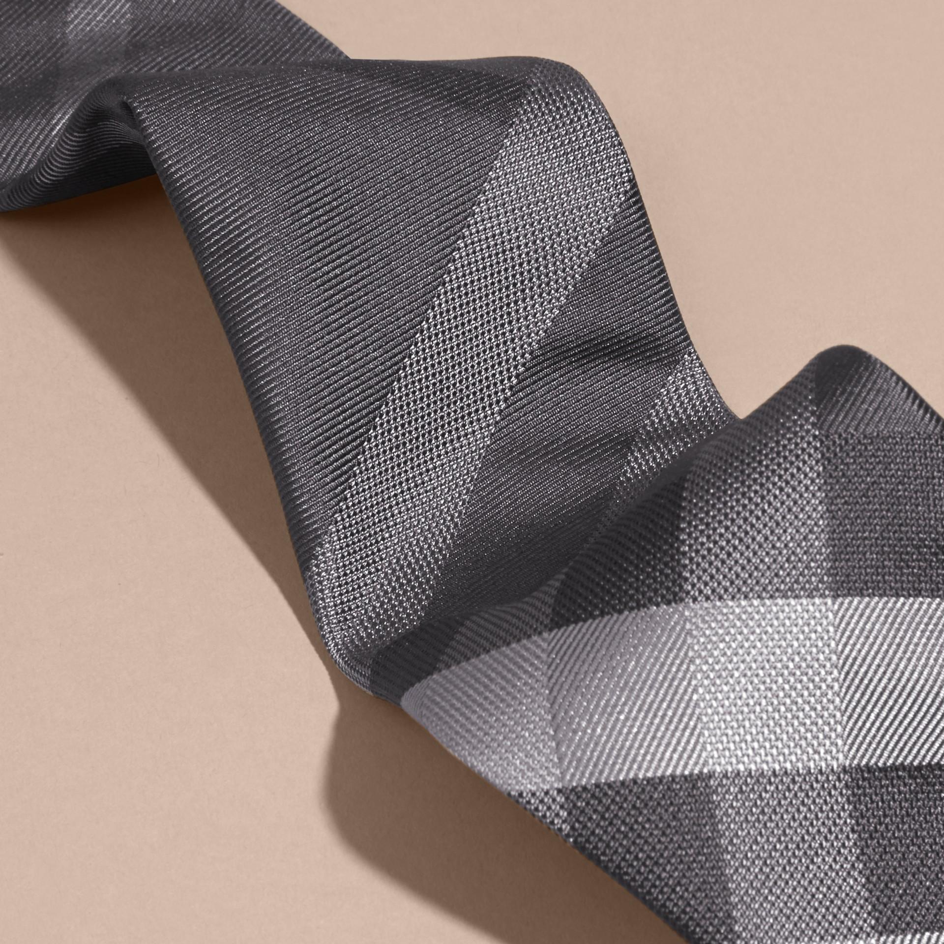 Anthracite sombre Cravate moderne en soie à motif Beat check - photo de la galerie 2