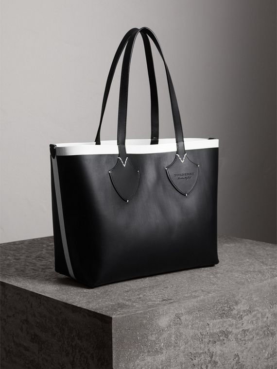 The Medium Giant Reversible Tote in Canvas and Leather in Black/white | Burberry United Kingdom - cell image 3