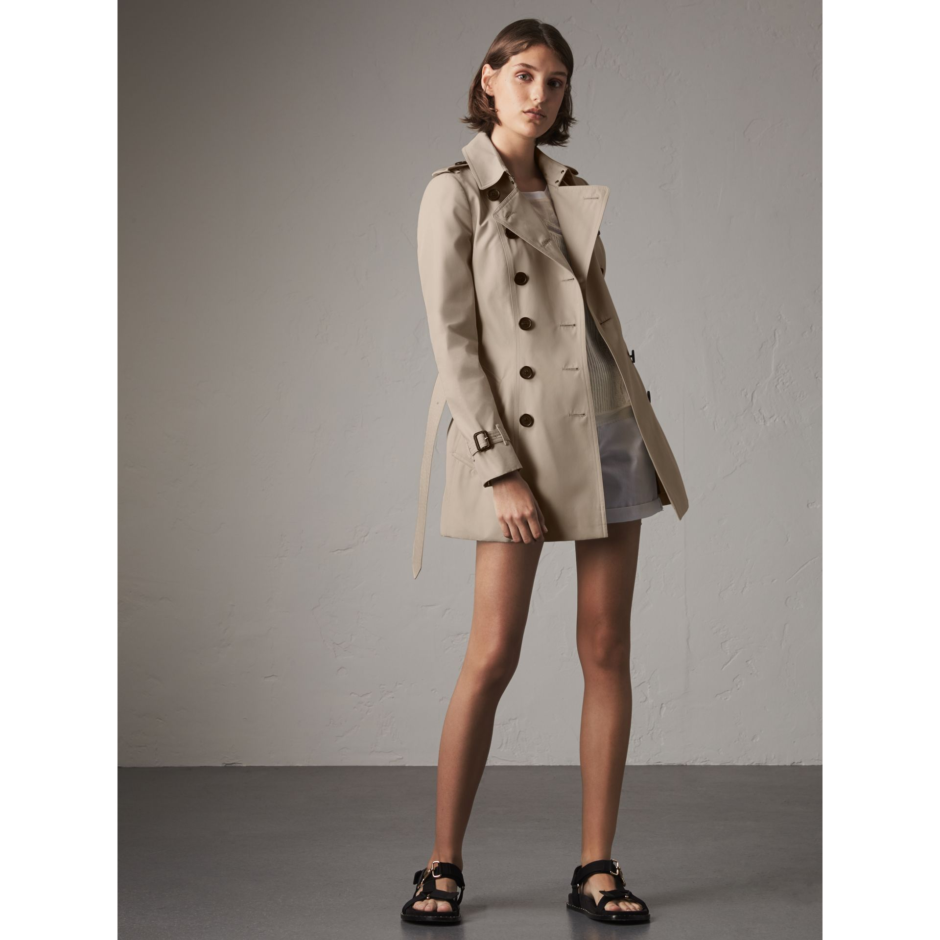 The Chelsea – Short Trench Coat in Stone - Women | Burberry - gallery image 0