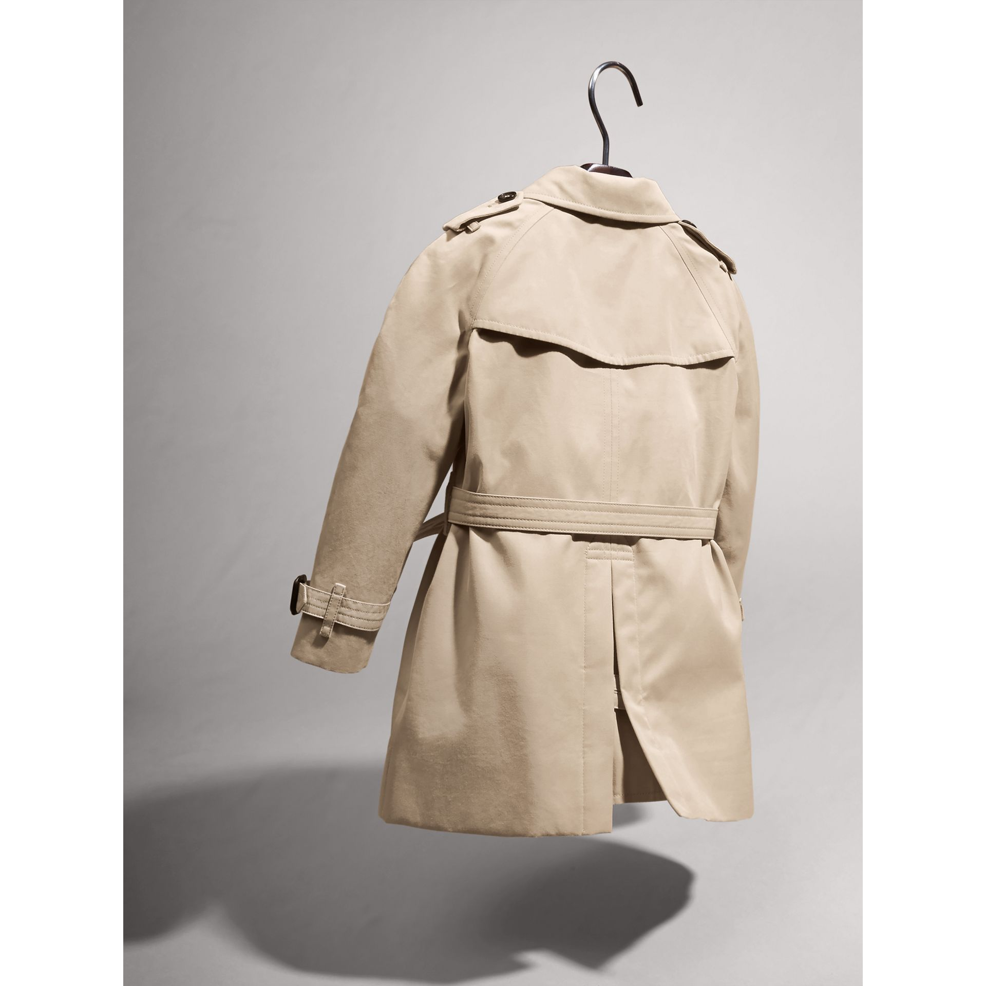 The Wiltshire – Heritage Trench Coat in Stone | Burberry Australia - gallery image 4