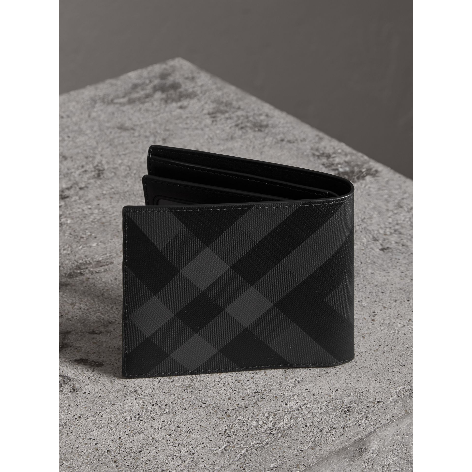 London Check Bifold Wallet with Removable Card Case in Charcoal/black - Men | Burberry - gallery image 2