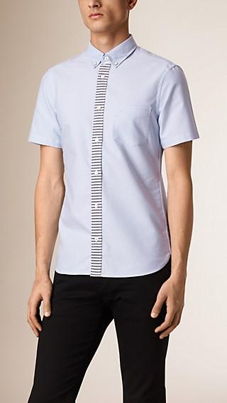 Camisa en algodón Oxford con tira de botones a rayas