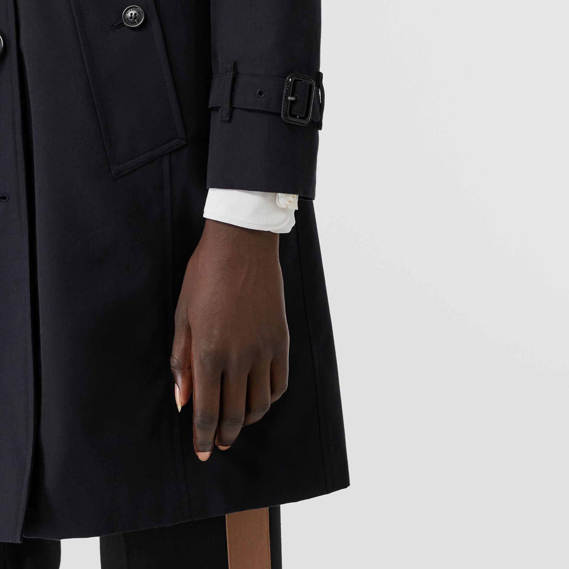 The Chelsea Heritage Trench Coat in Midnight - Women | Burberry - gallery image 4