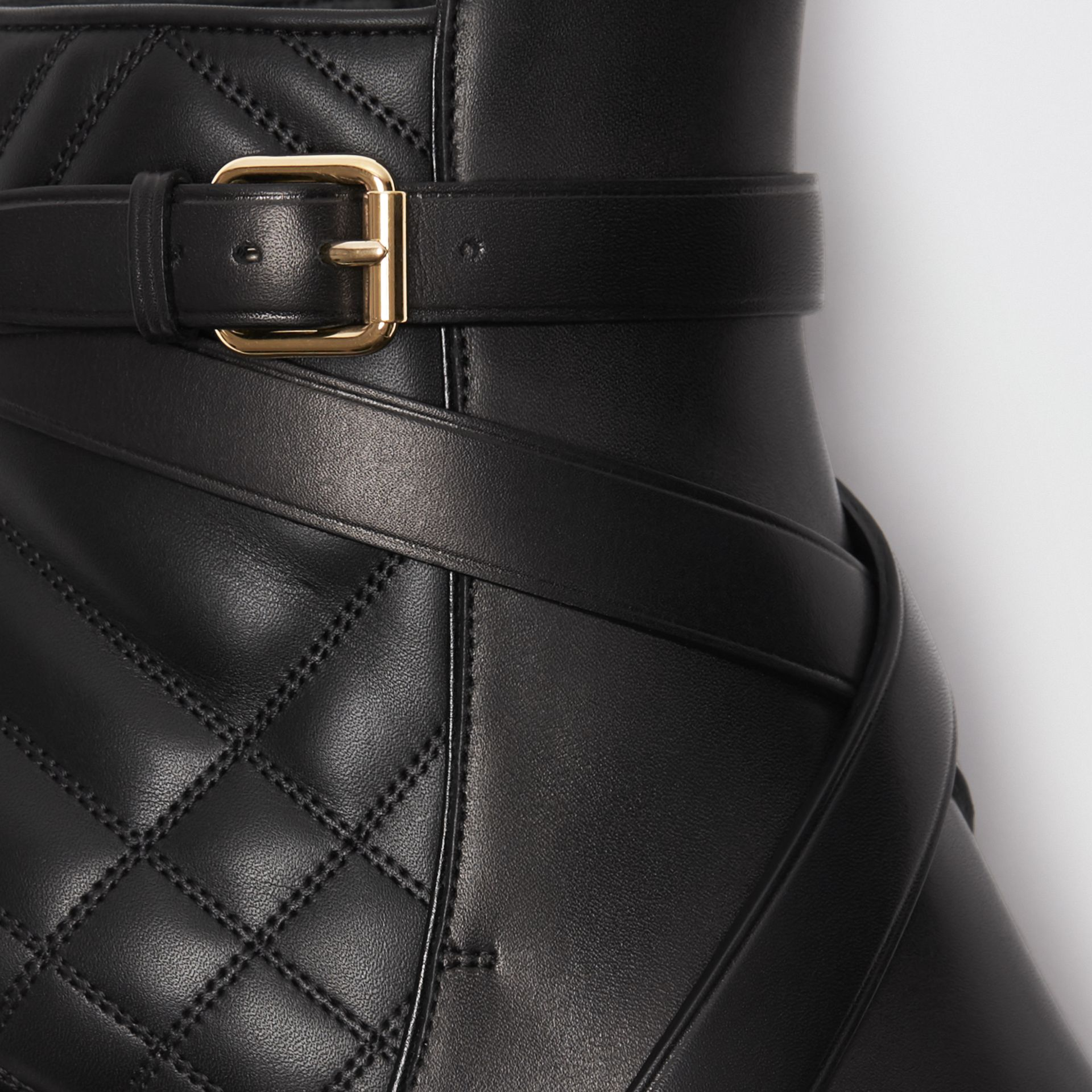 Bottines en cuir matelassé avec sangle (Noir) - Femme | Burberry Canada - photo de la galerie 1