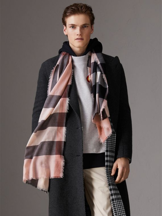 The Lightweight Check Cashmere Scarf in Ash Rose | Burberry Australia - cell image 3