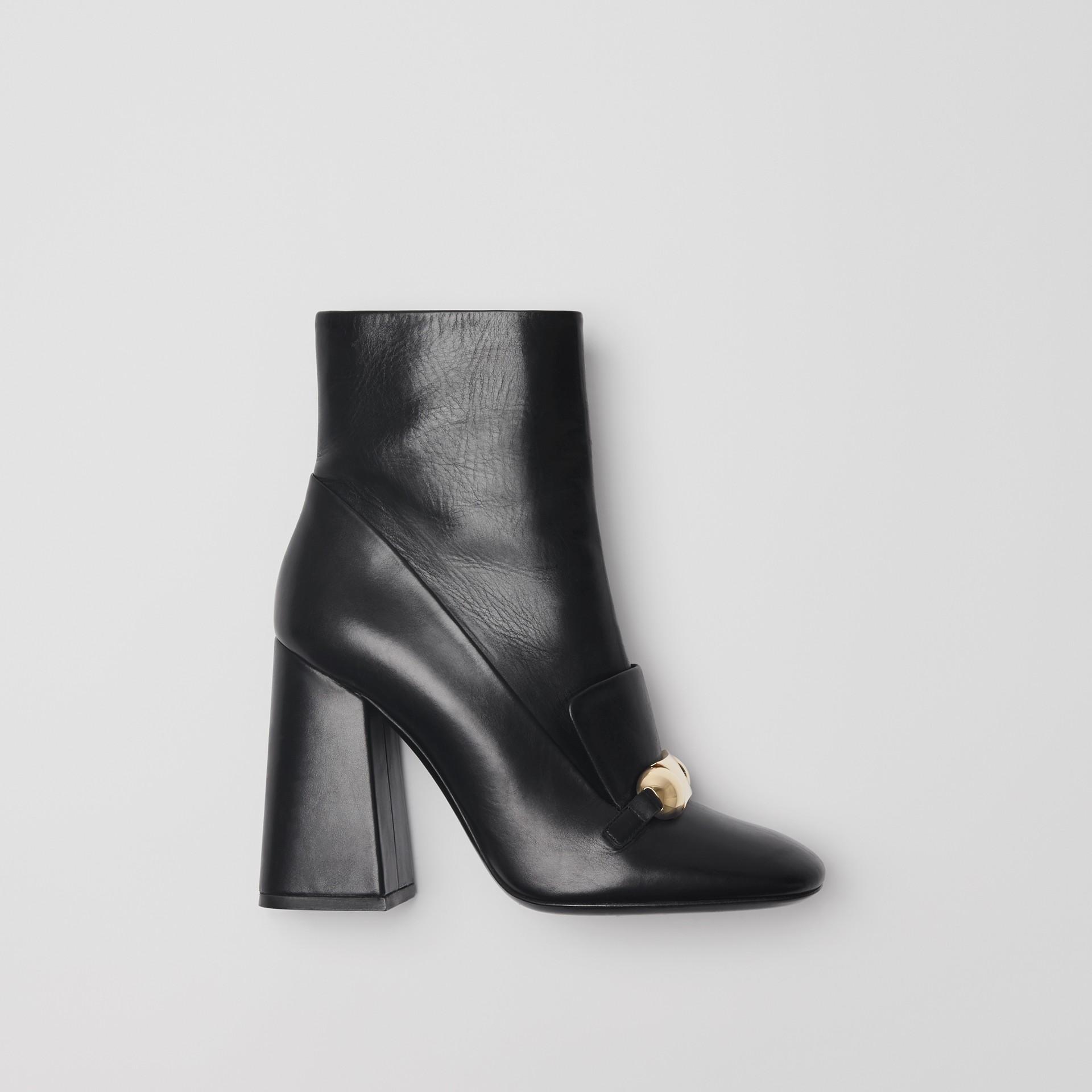 Bottines en cuir avec bride cloutée (Noir) - Femme | Burberry - photo de la galerie 0