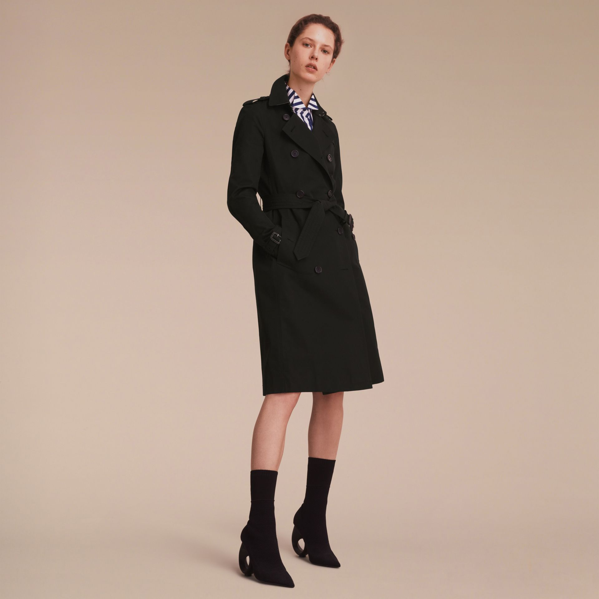 The Kensington – Extra-long Heritage Trench Coat in Black - Women | Burberry - gallery image 1