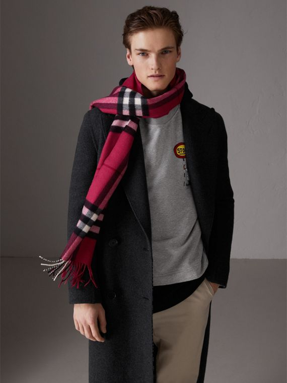 The Classic Check Cashmere Scarf in Fuchsia Pink | Burberry United Kingdom - cell image 3
