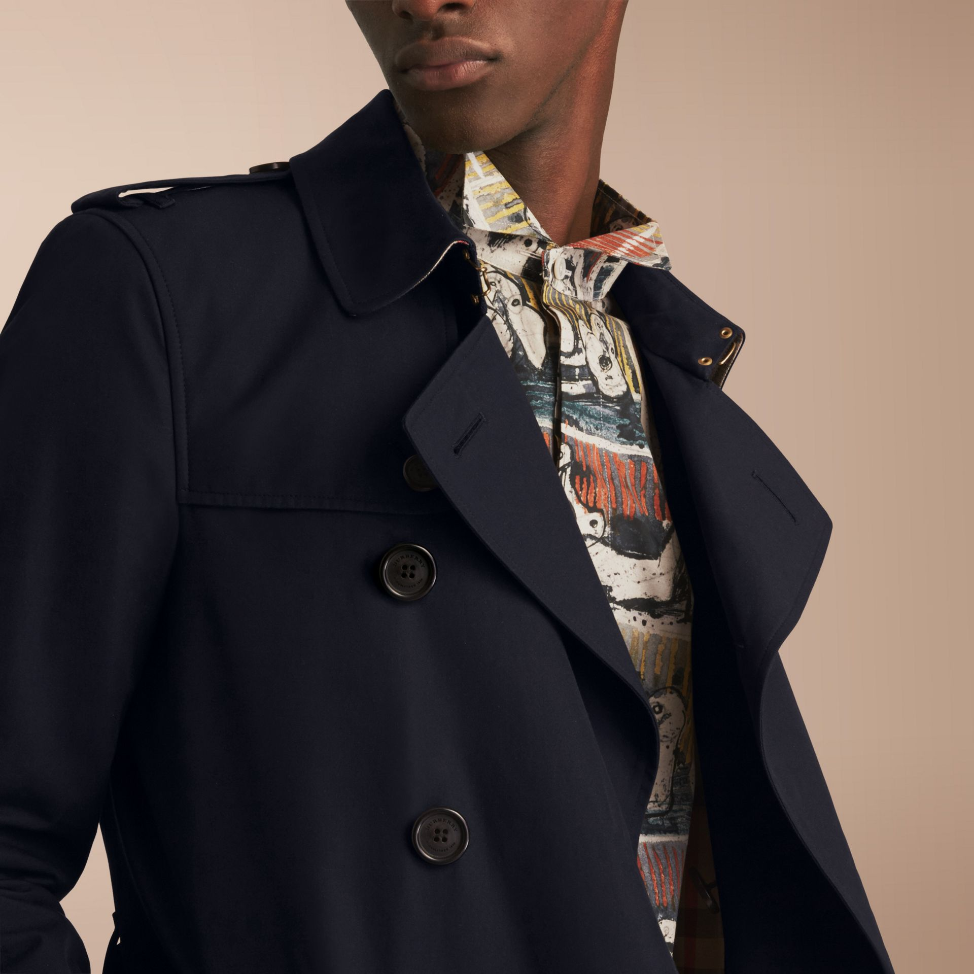 The Sandringham – Short Heritage Trench Coat in Navy - Men | Burberry - gallery image 9