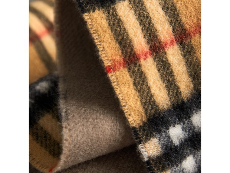 Long Reversible Vintage Check Double-faced Cashmere Scarf in Sandstone | Burberry - cell image 4