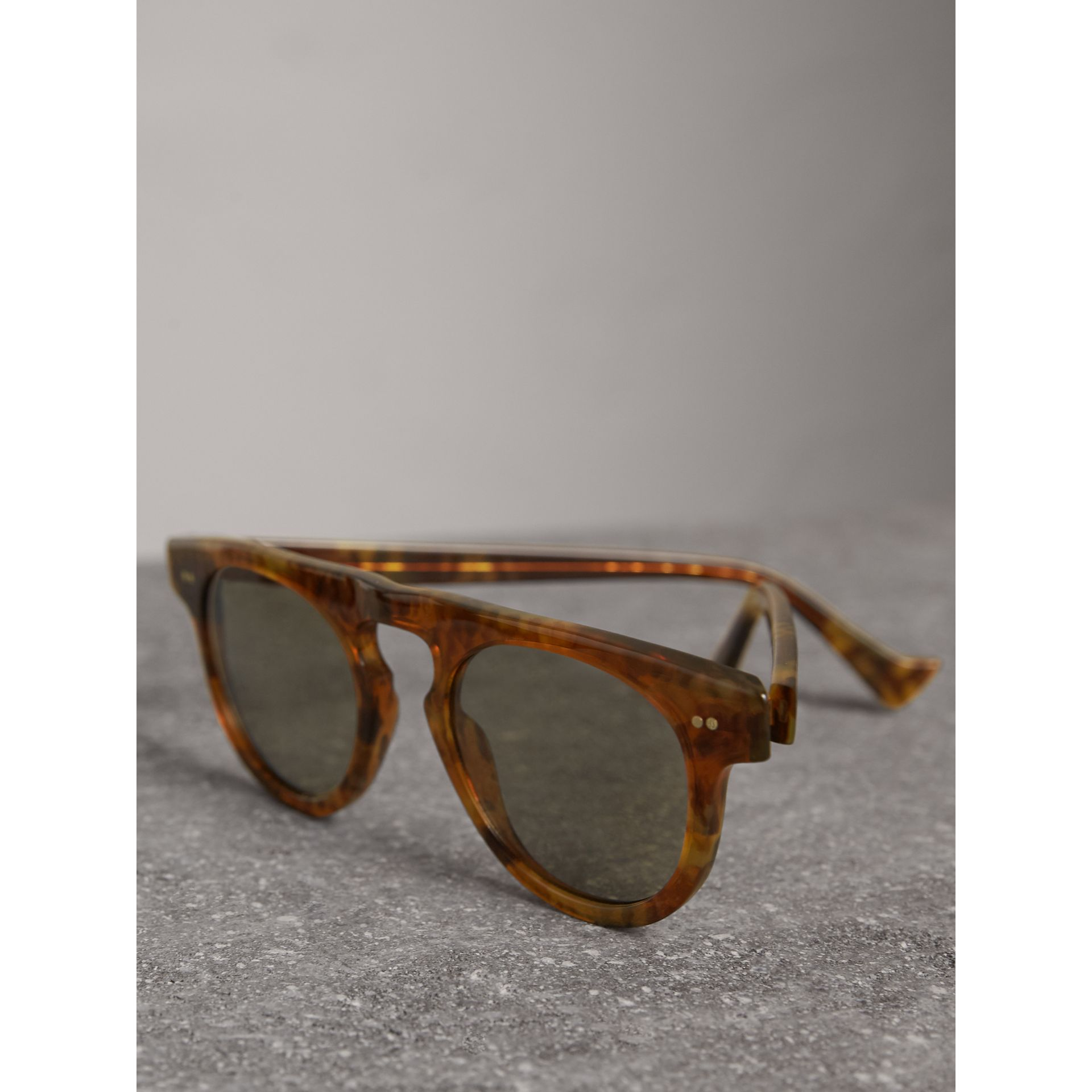 The Keyhole Round Frame Sunglasses in Vintage Tortoiseshell/brown | Burberry United Kingdom - gallery image 3