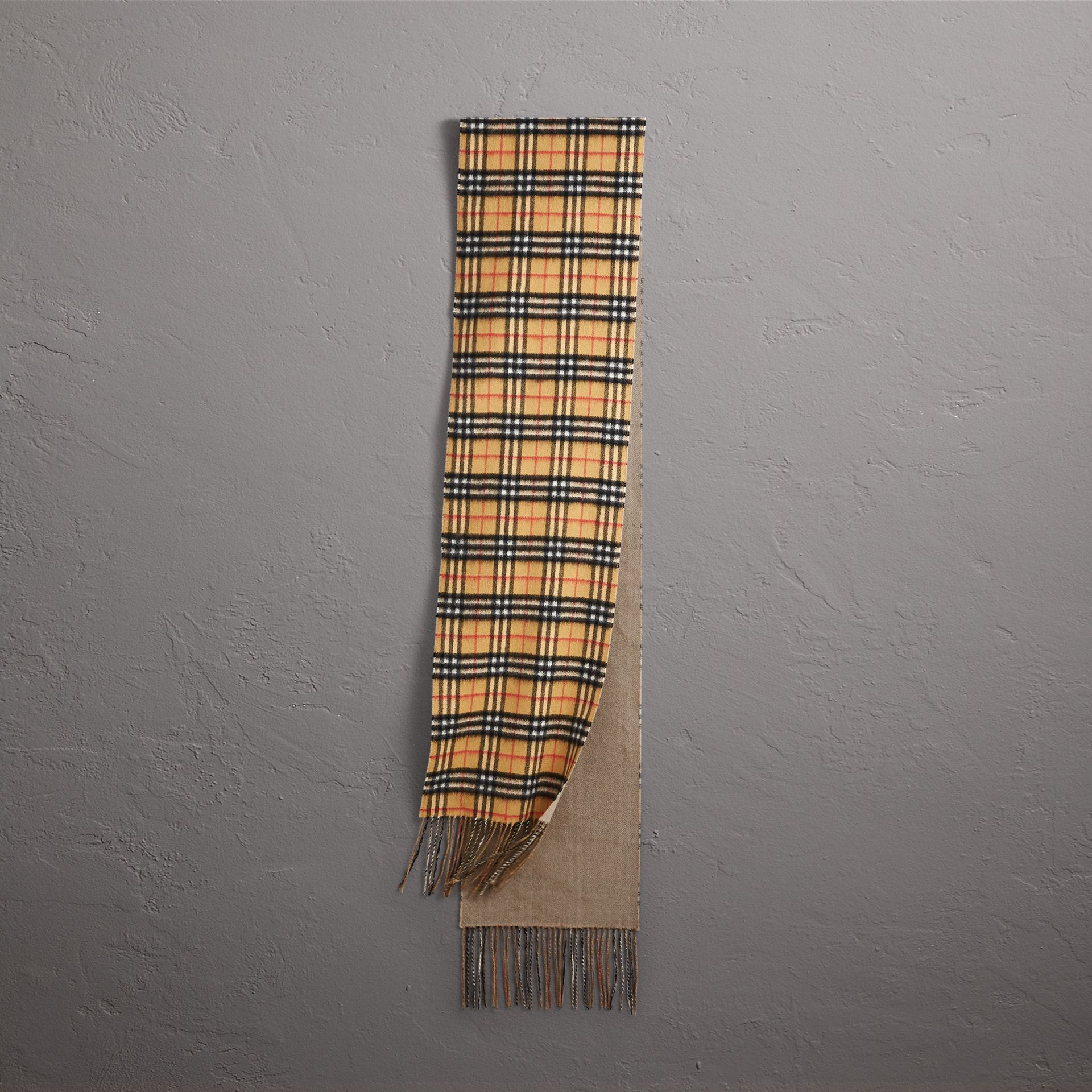 Long Reversible Vintage Check Double-faced Cashmere Scarf in Sandstone | Burberry Singapore - gallery image 0