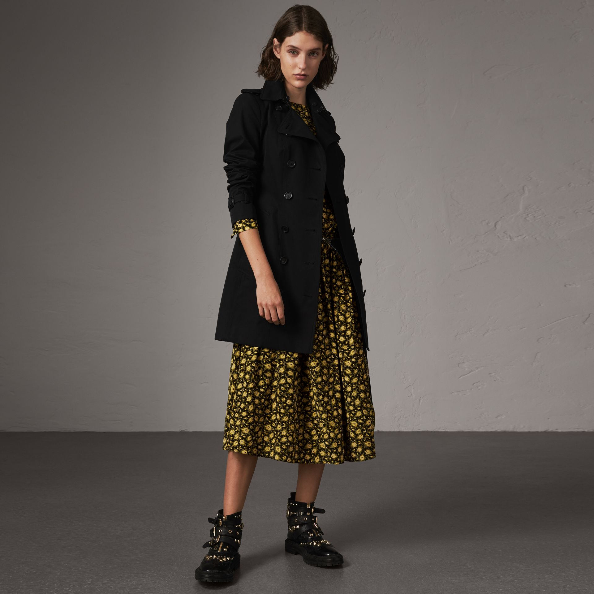 The Sandringham – Mid-length Trench Coat in Black - Women | Burberry - gallery image 0